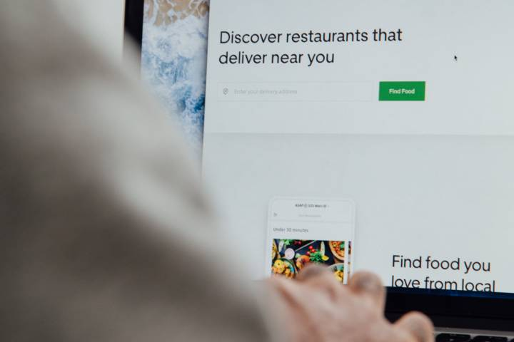 Prosus investe in piattaforme di food delivery